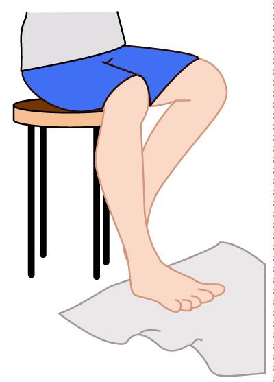 タオルギャザー3更に足趾を伸展・外転させることでタオルを離す。